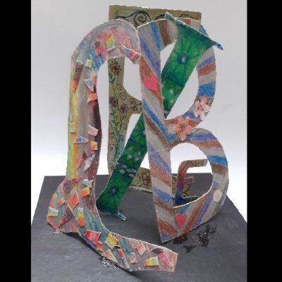Mathilda-Küsel Buchstabenskulptur